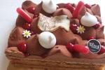 biscuit crumble, confit framboise, coulis passion, mousse au chocolat, génoise