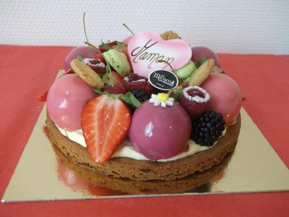 sablé breton,crème montée chocolat blanc, fruits frais, sphères fruits des bois 6 personnes