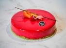 mousse aux fruits rouges cassis framboise, crème brûlée vanille, biscuit aux amandes
